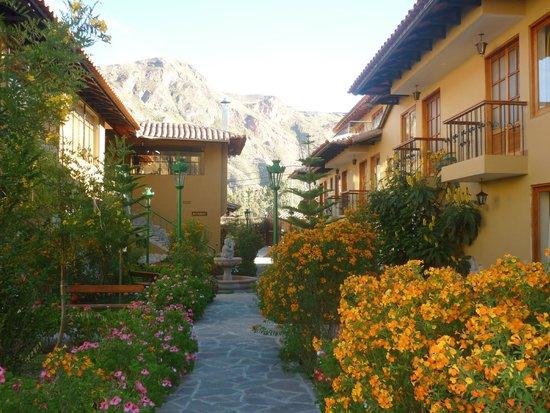 Hotel Mabey Urubamba: patio del hotel