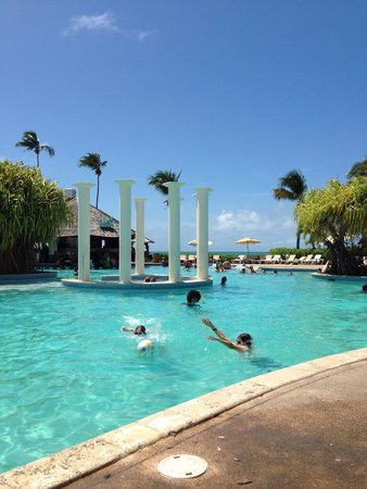 Melia Coco Beach : Fun at the pool