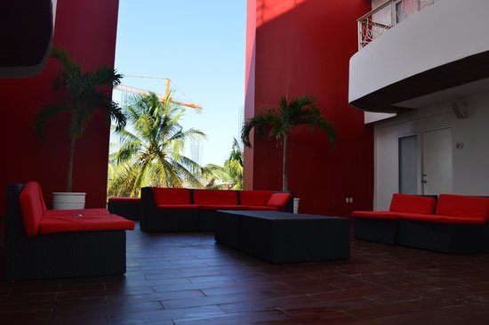 In Fashion Hotel Boutique: pool and balcony behind the red walls