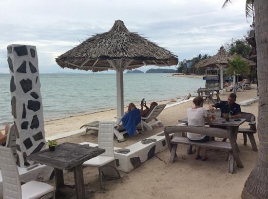 Milky Bay Resort: beach
