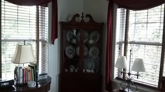 The Inn at Westwynd Farm: antiques!