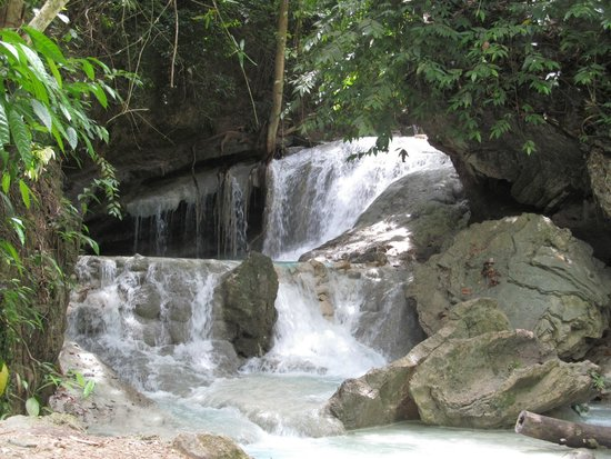 Aguinid Falls: The first view of the falls.