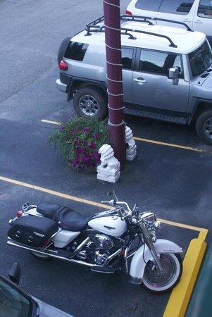 Mountain View Lodge: Parking lot