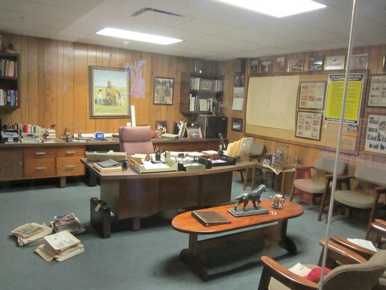 The Walmart Museum: Sam's office