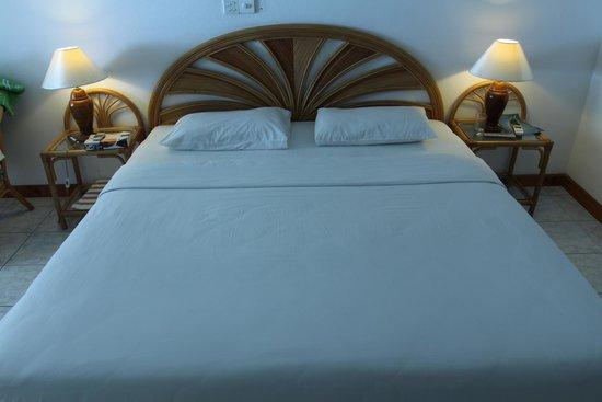 Sun Island Resort and Spa : Красивая большая кроватка!