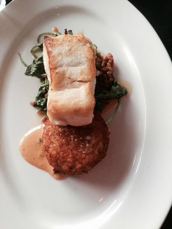 Waterfront Restaurant: halibut with crab cake