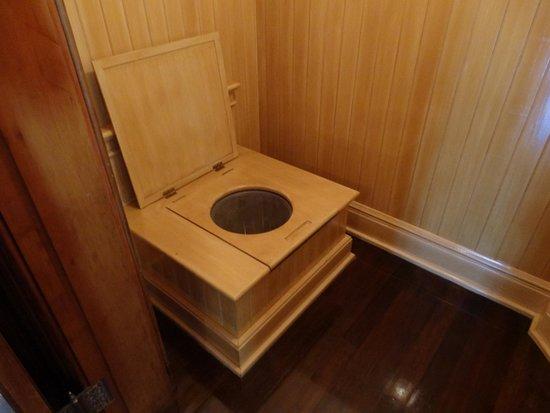 Iolani Palace: トイレが水洗です