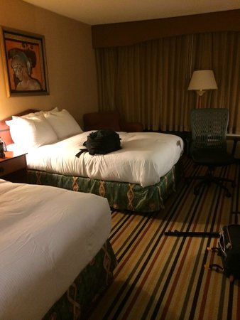 Hilton Knoxville Airport: huge room