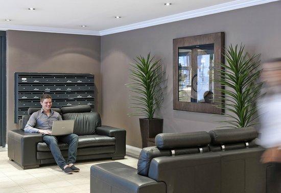 Mont Clare Boutique Apartments: Lobby