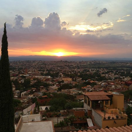 Antigua Capilla Bed and Breakfast: Sunset view from the rooftop
