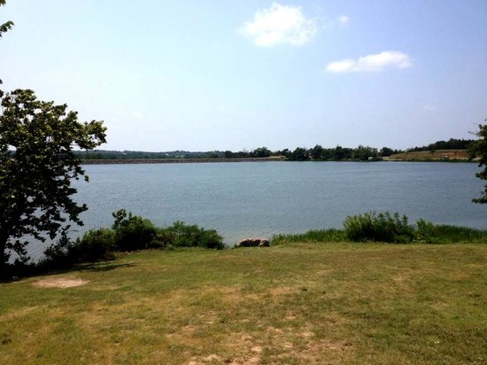Chickasaw National Recreation Area: Scenic Stop Next to the Pavilion