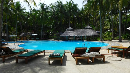 Coco Grove Beach Resort : One of the pools