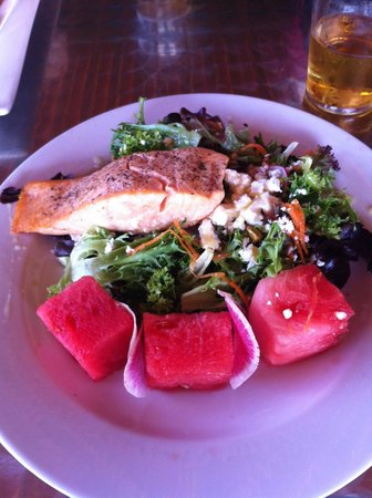 Muskie Jake's Tap & Grill : Summer Salad with Salmon