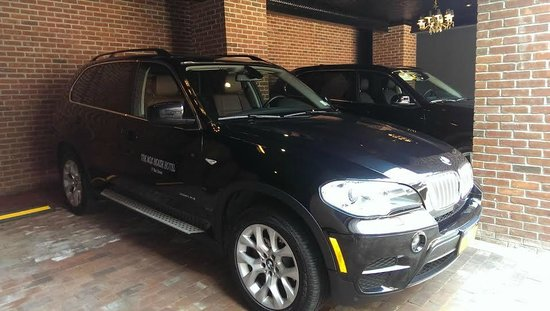 Henry Norman Hotel: Other option for car service  New BMW Suv