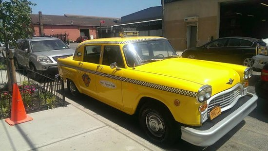 Henry Norman Hotel: Lovely Oldschool Cab to teach the kids about