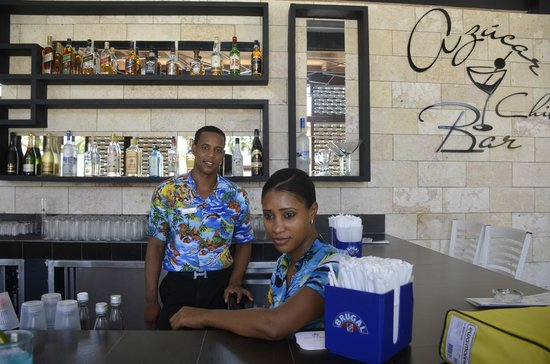 IFA Villas Bavaro Resort & Spa : Azucar chill Bar..Great bartenders