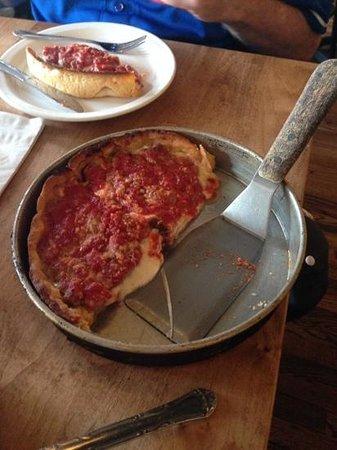 Lou Malnati's Pizzeria: perfection? yes!!
