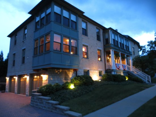 Barrington House Bed & Breakfast : Exterior---Early Evening