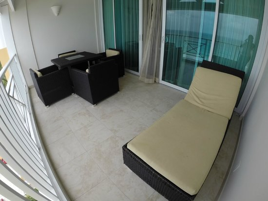 Ocean Two Resort & Residences: Spacious balcony