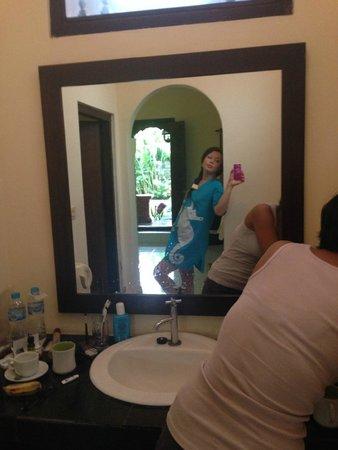 The Grand Sunti: bathroom spacious enough ;)