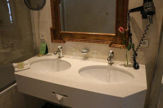 Stanhope Hotel: Bathroom