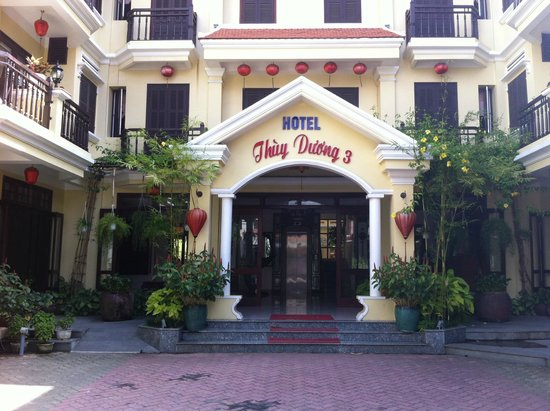 Vinh Hung Library Hotel: Hotel entry