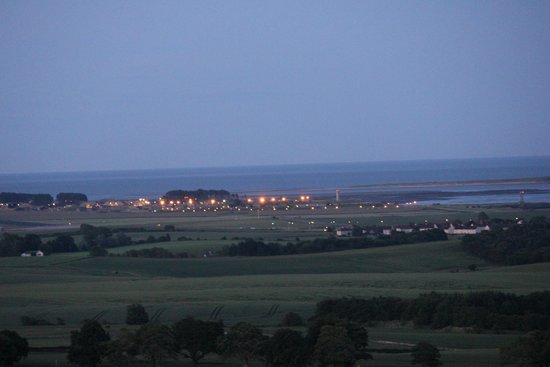 St Andrews Country Cabins: The view at dusk