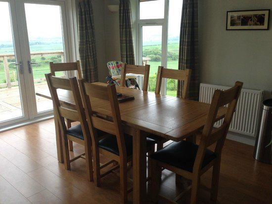 St Andrews Country Cabins: Dining area