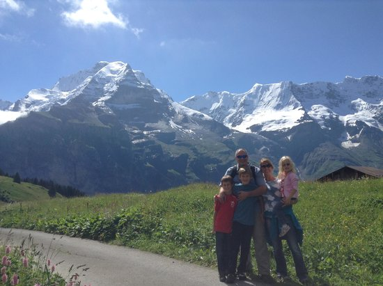 Eiger Guesthouse: Family Pic w/ amazing scenery