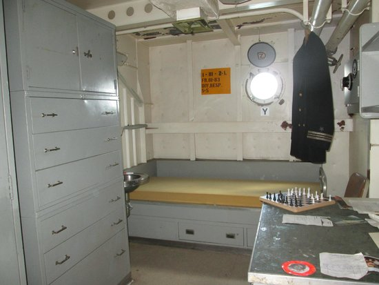 Battleship USS Iowa BB-61: 3