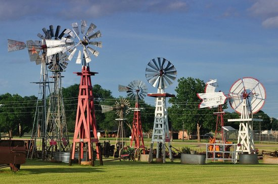 Elk City, OK: Windmill collection.