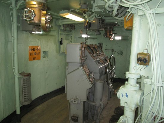 Battleship USS Iowa BB-61: 4