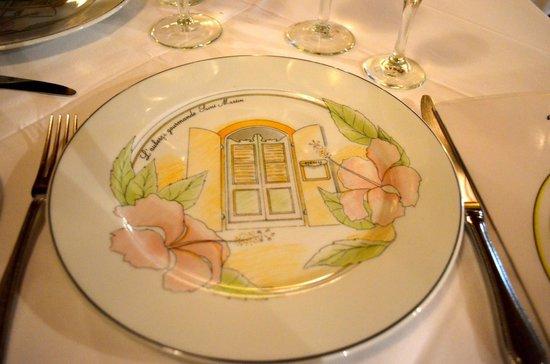 L'Auberge Gourmande : custom plates when you sit down