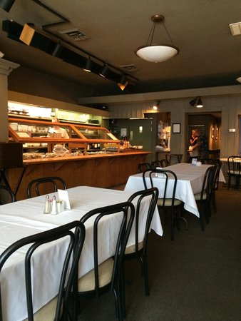Uptown Cafe: Lunch cafeteria-style service