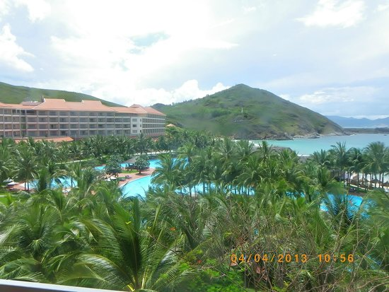Vinpearl Nha Trang Resort : вид из номера на бассейр и море