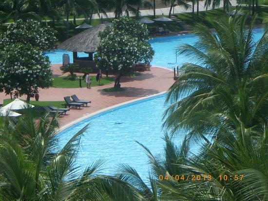 Vinpearl Nha Trang Resort : это бассейн, вид из номера
