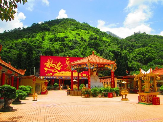 Ten Thousand Buddhas Monastery (Man Fat Sze): such beautiful colors