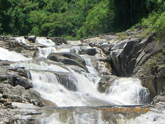 Vinpearl Nha Trang Resort : водопады недалеко от Нячанга, вода холодная