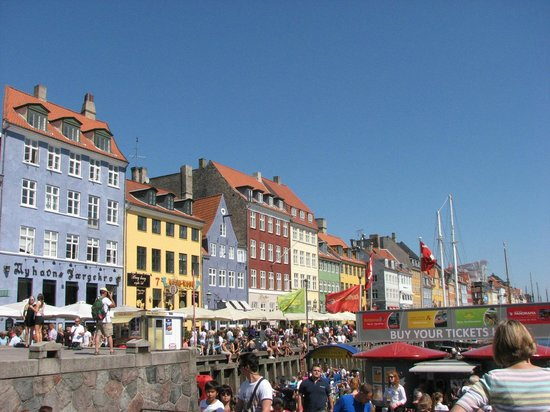 Nyhavn buildings, eateries