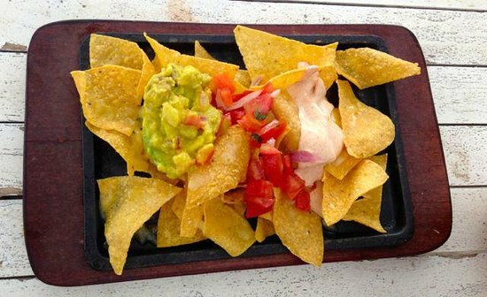 Scallywags Beach Club: Chips and guacamole