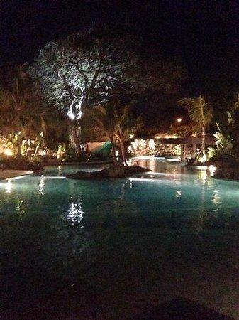 Bali Mandira Beach Resort & Spa: pool at night