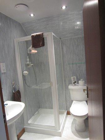 Stronchreggan View Guest House: Nice, Clean bathroom