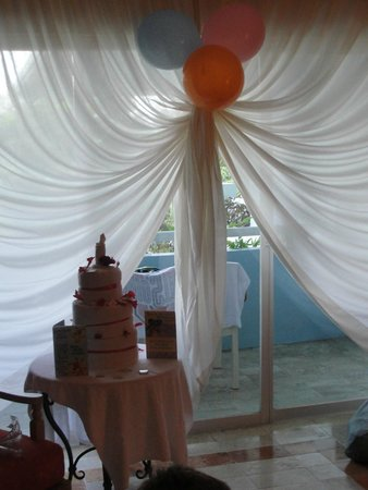 IBEROSTAR Paraiso Del Mar: Birthday room decorations