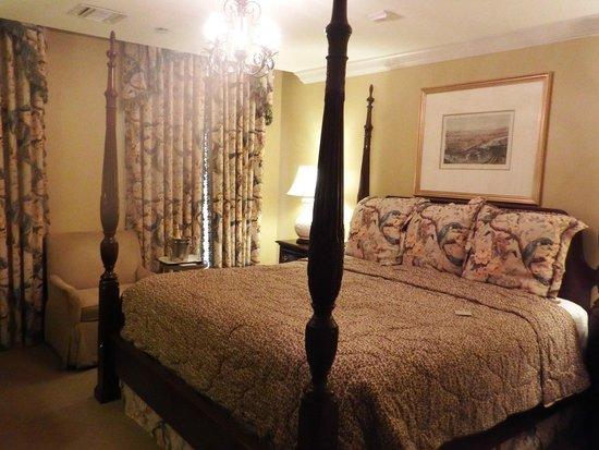 Bienville House: lovely room