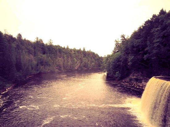 Harmon's Birchwood Resort: Taquamenon Falls
