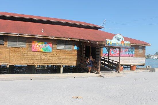 Club Calypso Seafood Restaurant : Posando para nuestros amigos viajeros