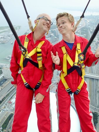 Edge Walk at the CN Tower : Cool dudes hanging out.