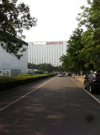 North Star Continental Grand Hotel : The opposite street
