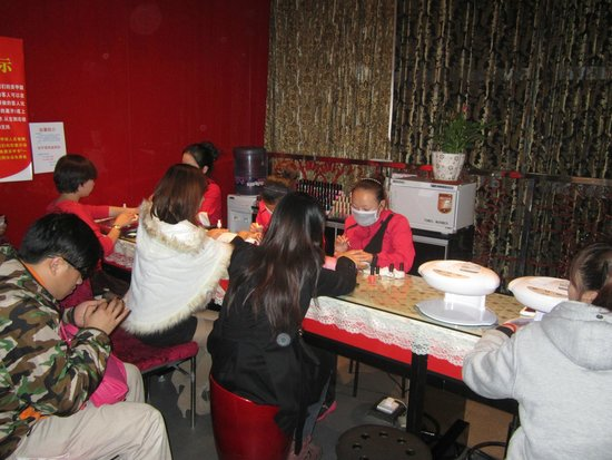Shanghai Haidilao Hot Pot (Zhangyang Road): Complimentary manicure