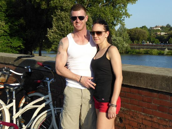 Italy Cruiser Bike Tours : By the river